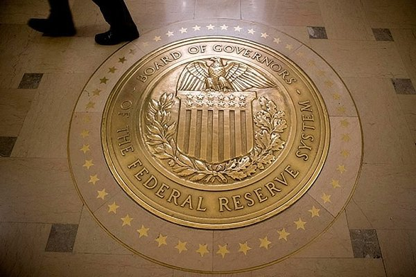 Speculations Rise of Fed Interest Rate Cut Amid Falling Stocks