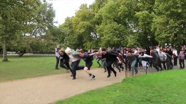 Naruto run, London
