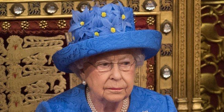 Queen EU hat