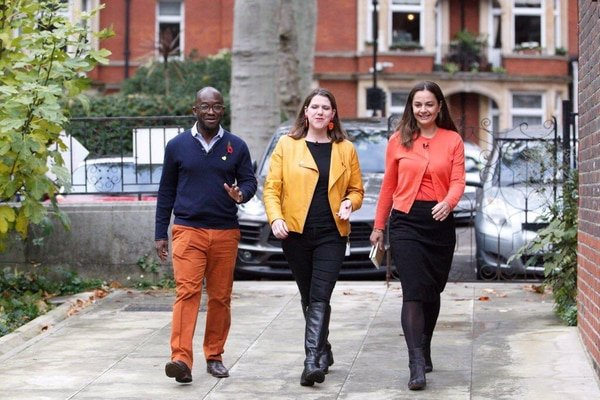 Jo Swinson with Libdem candidates, Nov 2019
