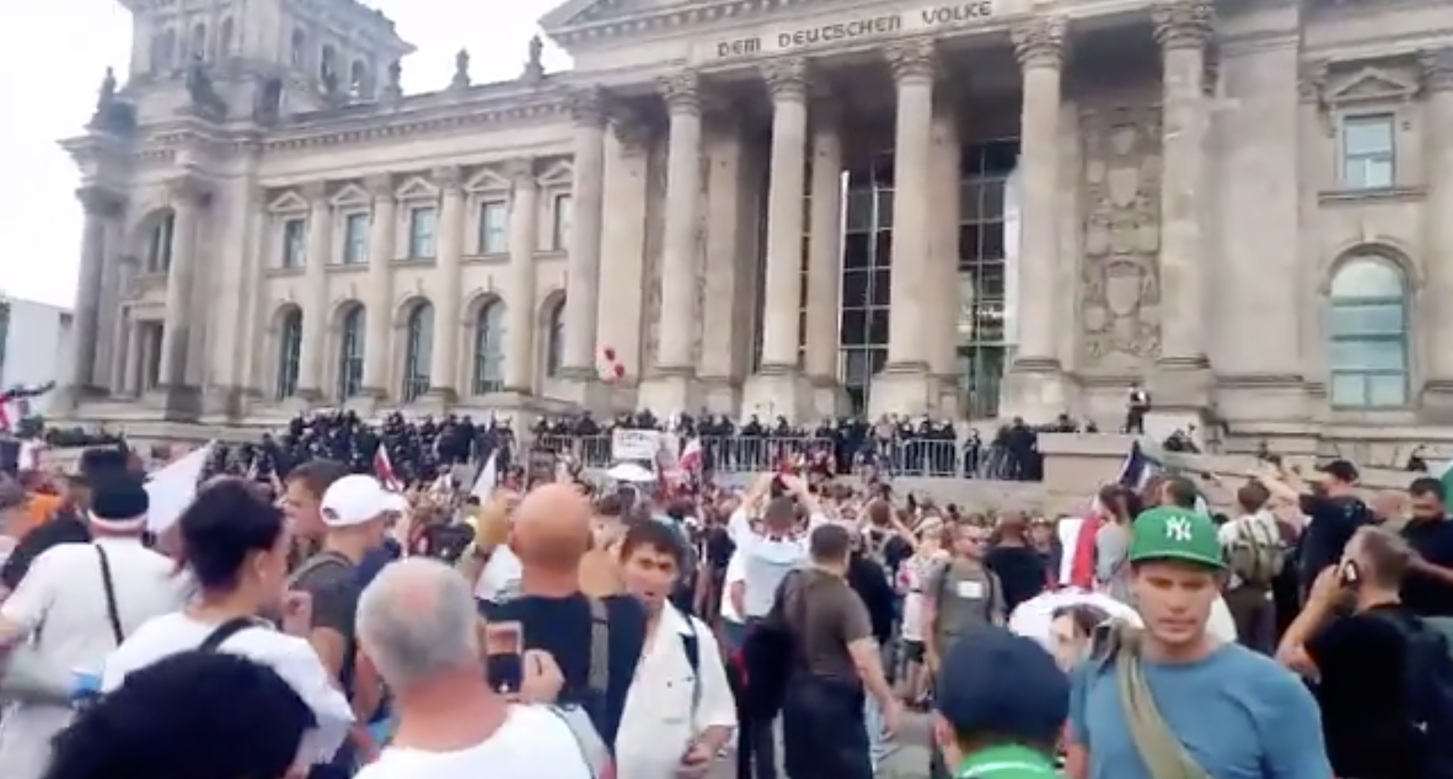 Protests in front of Germany's parliament, August 2020